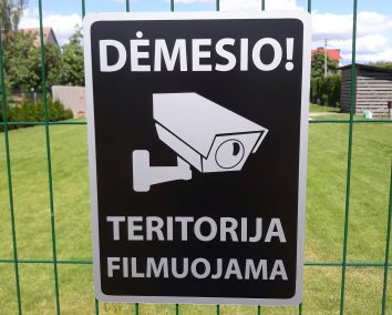 Ispėjamoji lentelė demesio teritorija filmuojama 300x400mm